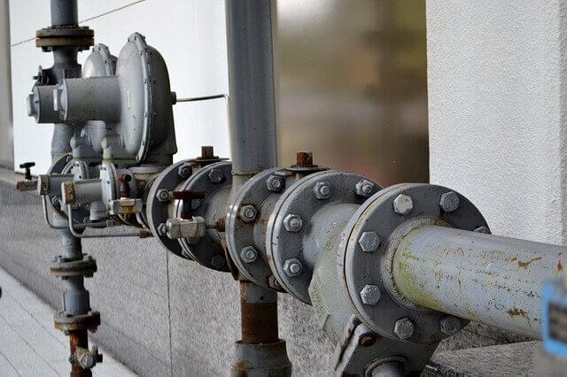 הפתרון אם אין מים חמים בבניין עם מערכת משותפת
